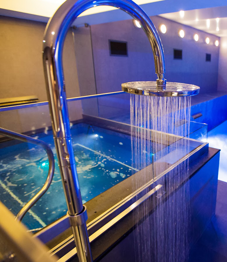 Jacuzzi steam and sauna swimming pool design london for Pool design london